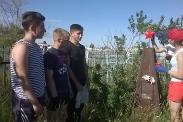 Молодежь ухаживает за памятниками ветеранов войны